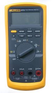 мультиметр с автоматическим подбором диапазона