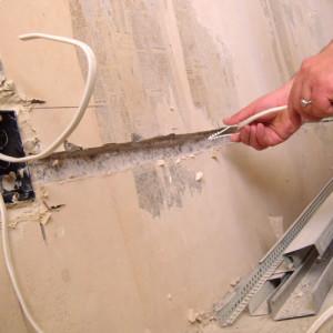 укладка провода в штробу
